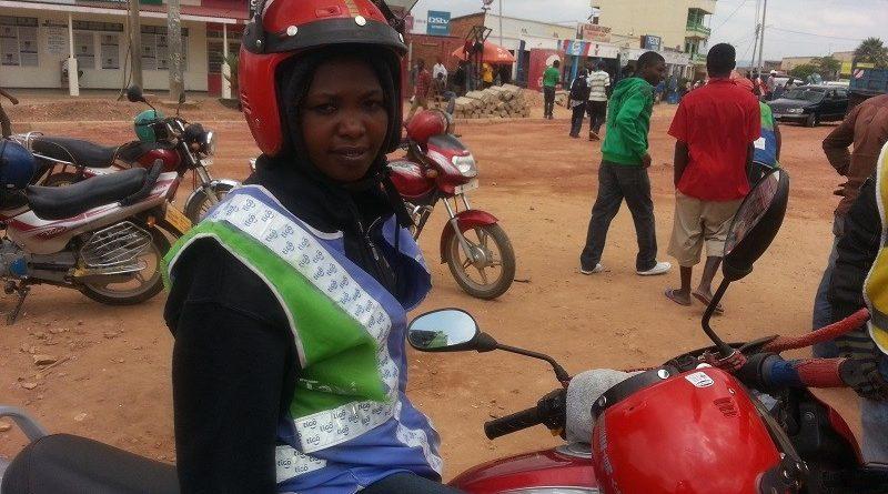police ivuga ko umuyobozi w'ikinyabiziga utambaye ibimurinda aba ashyira ubuzima bwe mu kaga.