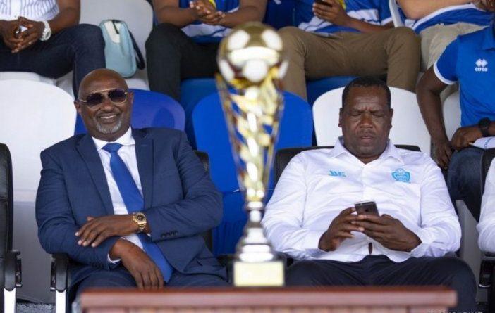 Muvunyi Paul n'agatsiko bari mu nama muri Hotel kwa Muhirwa Fred bagamije gusenya ubuyobozi bwa Rayon sports.