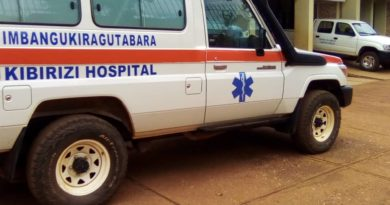 CROIX-ROUGE RWANDA :Imbangukiragutabara yatanze mu Karere ka Bugesera na Gisagara zifasha indembe kugera ku bitaro.